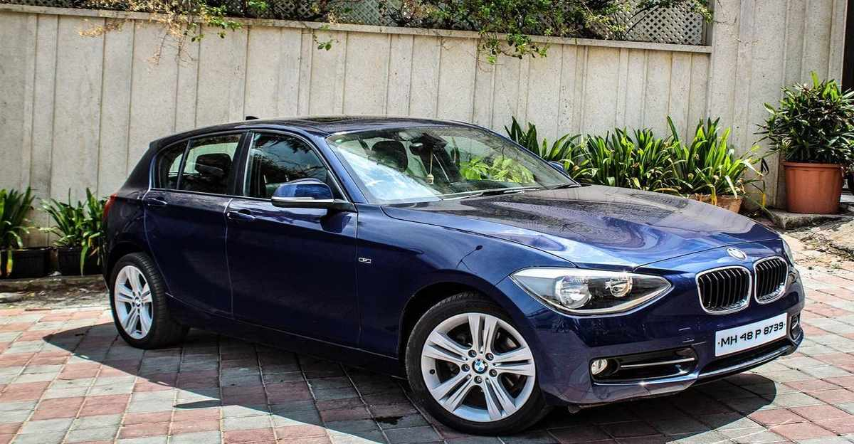 खूबसूरती से रखी BMW 1 Series लग्जरी हैचबैक Hyundai i20 की कीमतों पर बिक रही है