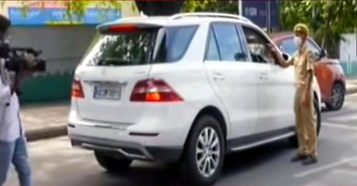 बैंगलोर में लॉकडाउन नियम तोड़ने पर Mercedes-Benz ML-Class & C-Class लग्जरी कारें जब्त