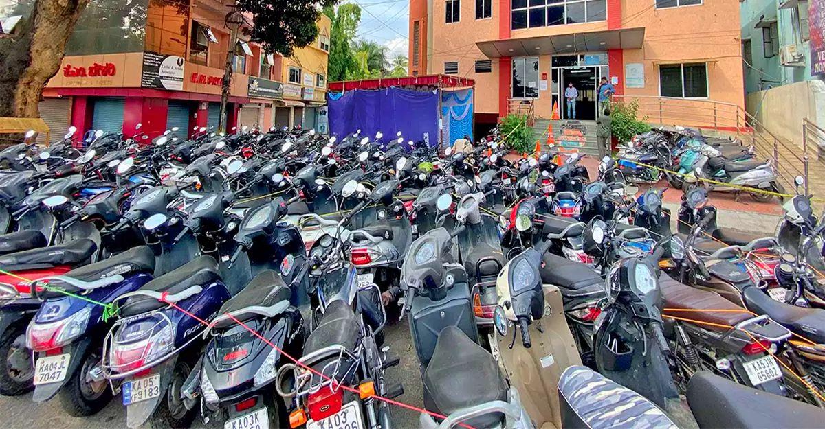 बैंगलोर पुलिस पार्किंग की जगह खत्म होने के कारण जब्त किए गए 10,000 वाहनों को रिहा करेगी