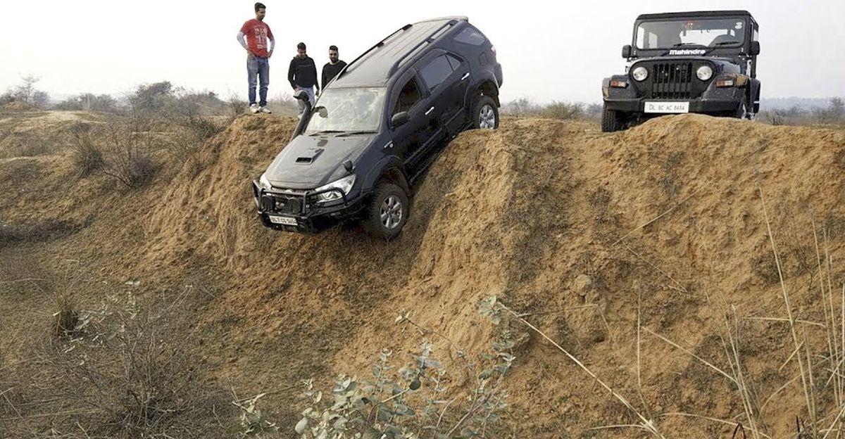 Toyota Fortuner, Mahindra Thar, Safari Storme & Ford Endeavour एक वर्टिकल ड्रॉप की कोशिश करती है: कौन सी SUV इसे  कर पायेगी ?