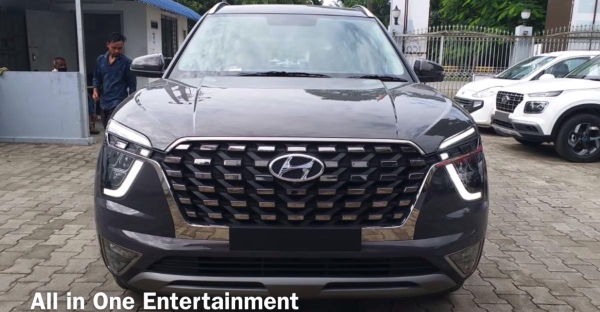 Hyundai Alcazar SUV लॉन्च से पहले यार्ड में देखी गई