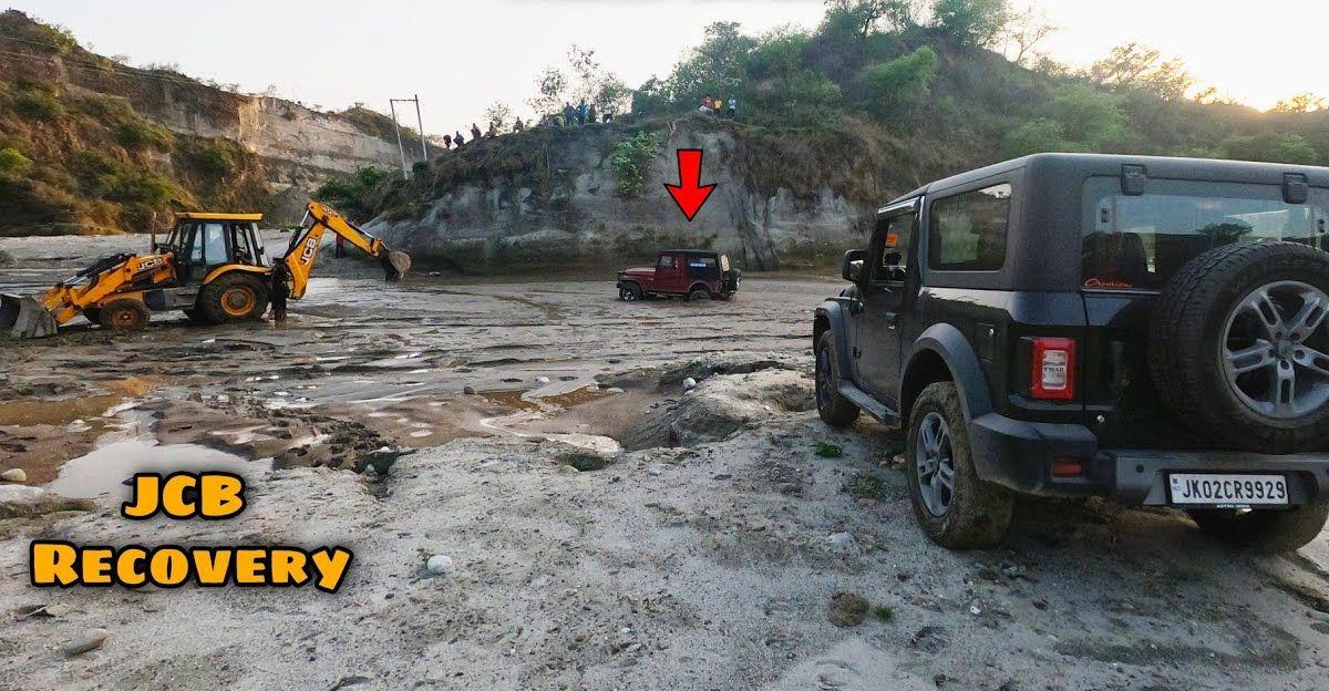 पुरानी पीढ़ी की Mahindra Thar रेत में फंस गई: बचाव के लिए JCB
