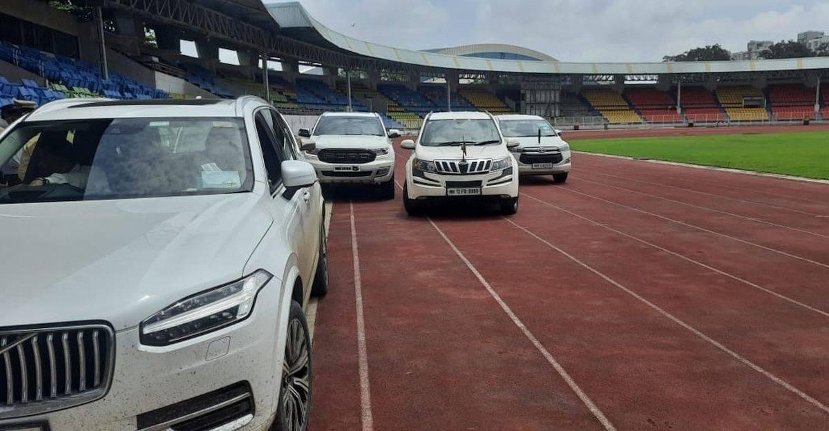 शरद पवार और अन्य नेताओं ने एसयूवी को रेस ट्रैक पर पार्क किया: खेल मंत्री ने निशाना साधा