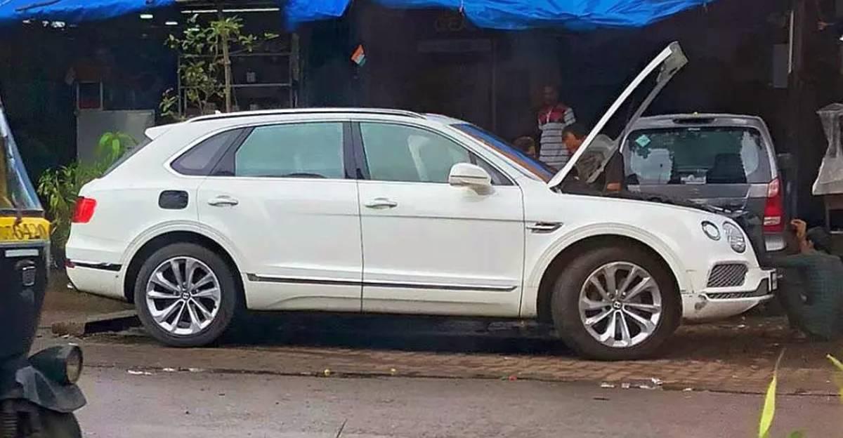 करोड़ों रुपये की Bentley Bentayga SUV को मुंबई में सड़क किनारे गैरेज में ठीक कराते हुए देखा गया
