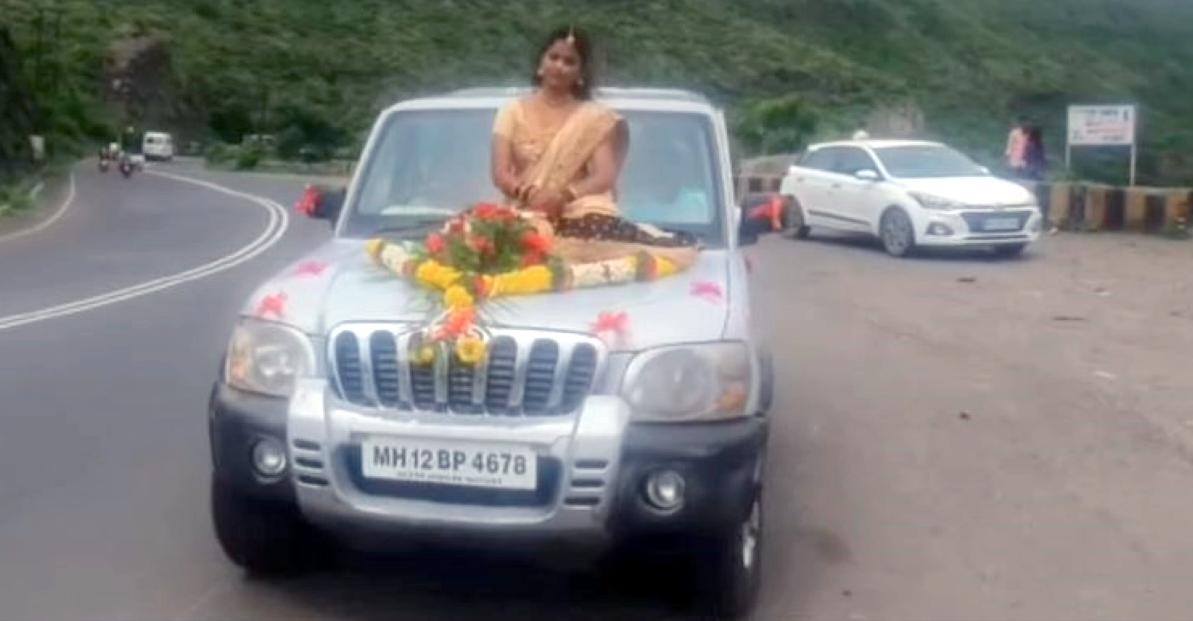 Mahindra Scorpio के बोनट पर शादी के लिए पहुंची दुल्हन: पुलिस ने दर्ज की एफआईआर