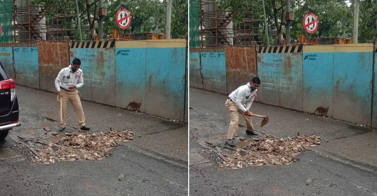 मुंबई में दो ट्रैफिक पुलिस ने जमाव कम करने के लिए गड्ढों को भरा