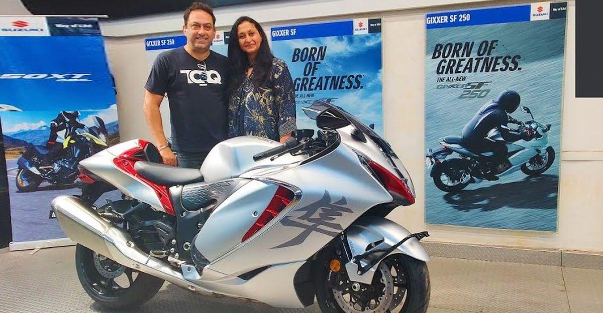 पत्नी ने पति को उनके 50वें जन्मदिन पर एक बिल्कुल नई 2021 Suzuki Hayabusa सुपरबाइक उपहार में दी