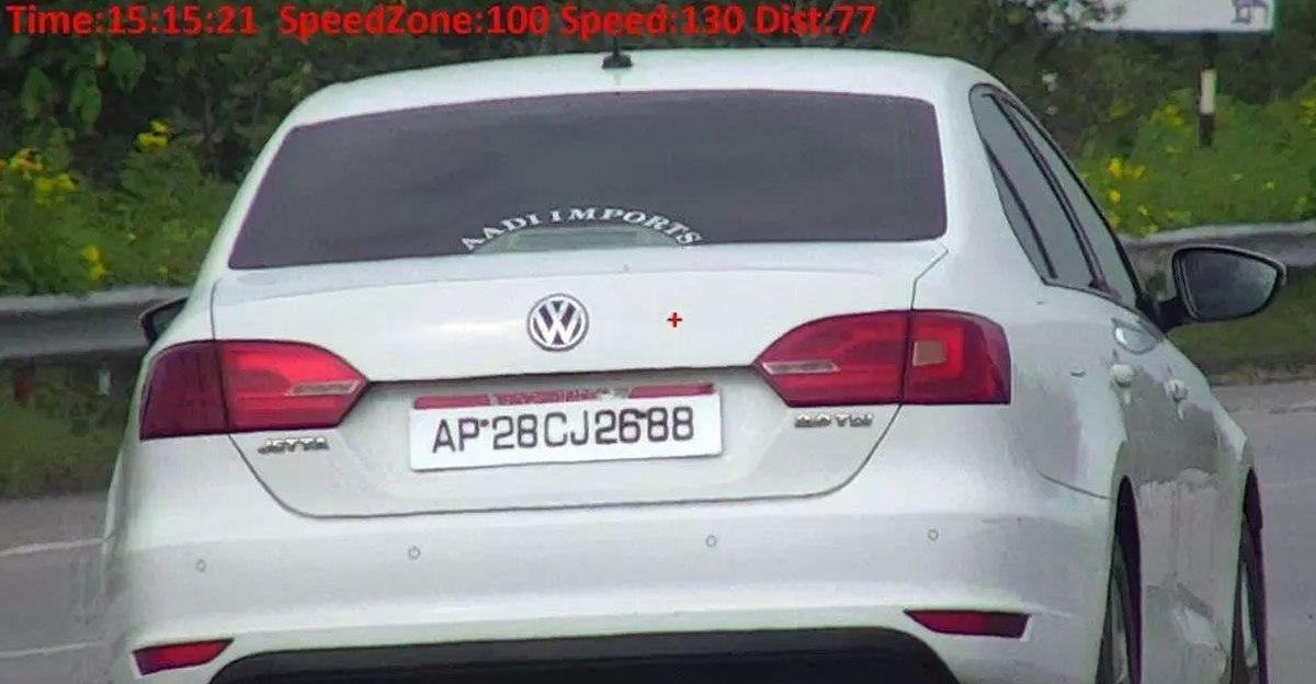 हैदराबाद में Volkswagen Jetta के मालिक पर 1 लाख रुपये से अधिक का यातायात जुर्माना लगाया गया