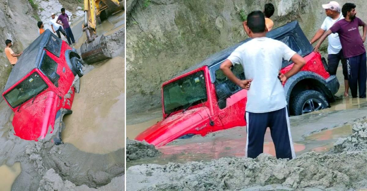 बाढ़ के बाद नदी पार करने की कोशिश कर रही नई Mahindra Thar: JCB ने बचाया
