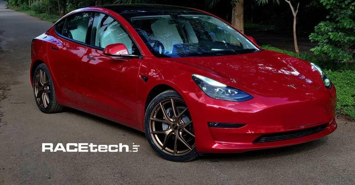 भारत का पहला Tesla Model 3 आफ्टरमार्केट अलॉय व्हील्स के साथ संशोधित