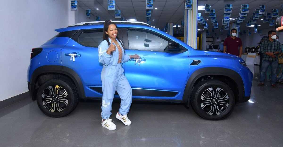 ओलंपिक पदक विजेता Mirabai Chanu को Renault Kiger कॉम्पैक्ट SUV से सम्मानित किया गया
