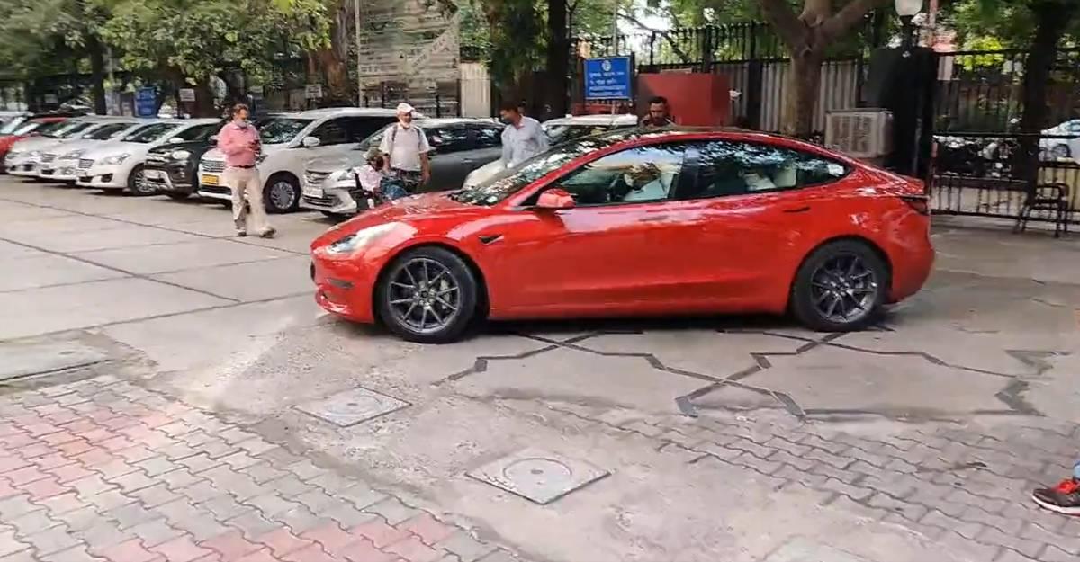 Tesla Model 3: सड़क और परिवहन मंत्रालय के अधिकारी ईवी में सवारी करते हैं [वीडियो]