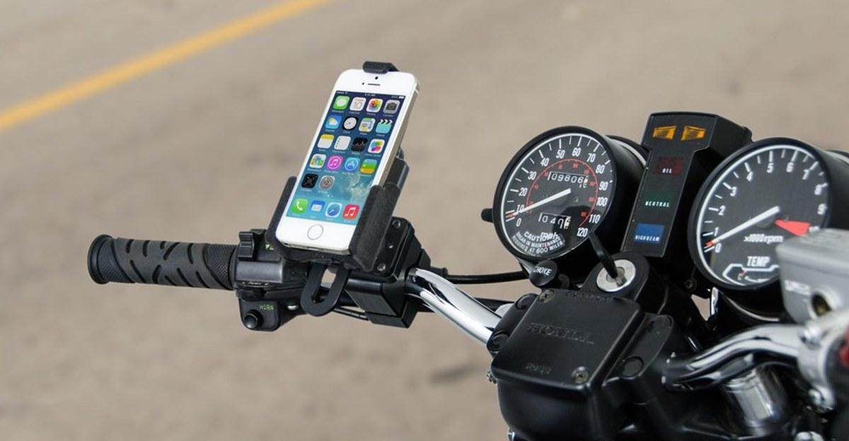 Apple का कहना है कि मोटरसाइकिल पर iPhone लगाने से कैमरा खराब हो सकता है