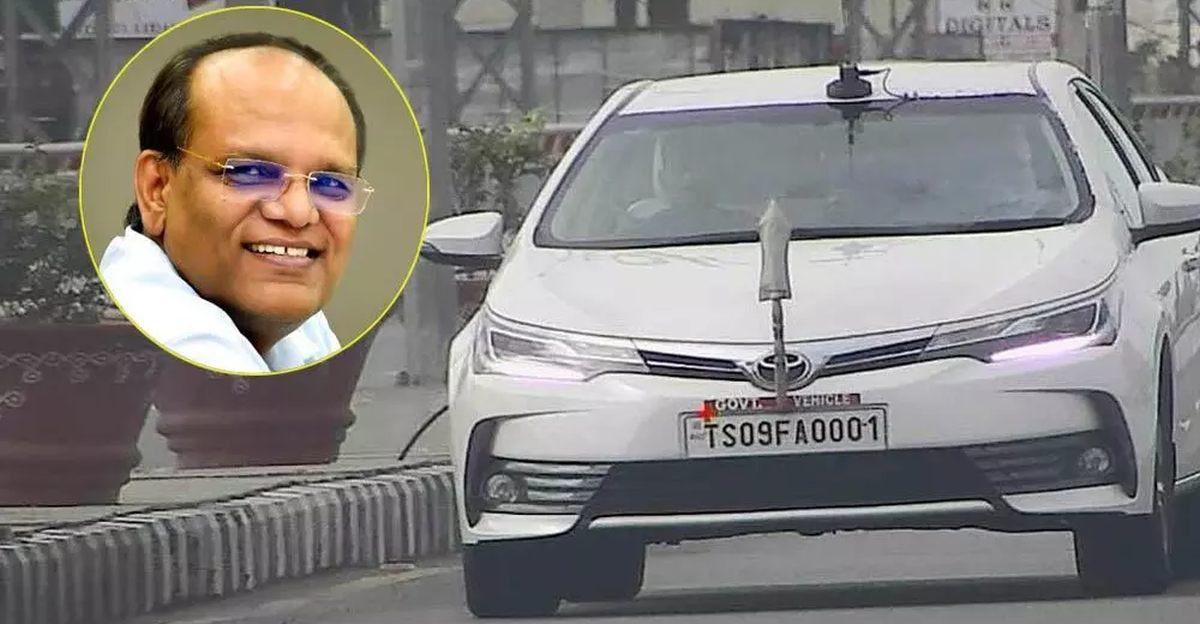Telangana के मुख्य सचिव Somesh Kumar की Toyota Corolla Altis पर ओवरस्पीडिंग के लिए जुर्माना